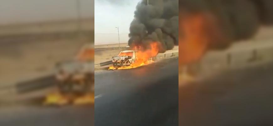 İran güçleri Afgan göçmenlerin aracına ateş açtı, göçmenler yanarak öldü