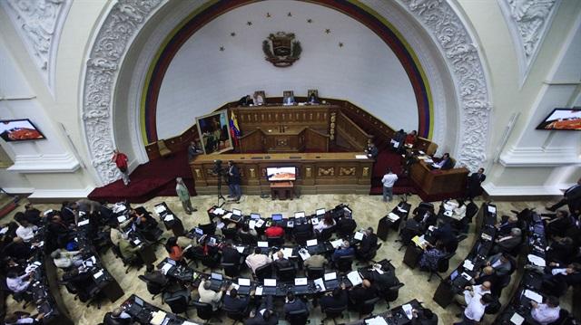 Venezuela Yüksek Mahkemesi'nden meclise darbe: Yetkileri alındı