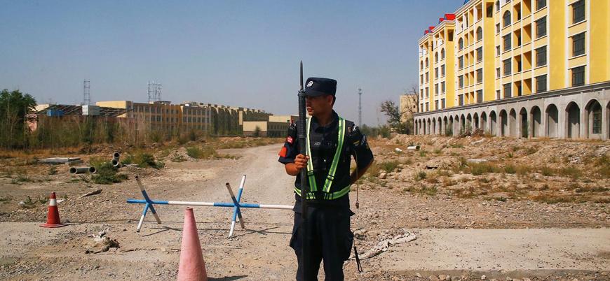 Çin'in toplama kamplarında tuttuğu Uygurlar 'suçlarını seçmeye' zorlanıyor