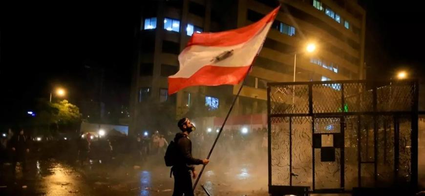 Lübnan'da halk ekonomik kriz nedeniyle sokaklara döküldü
