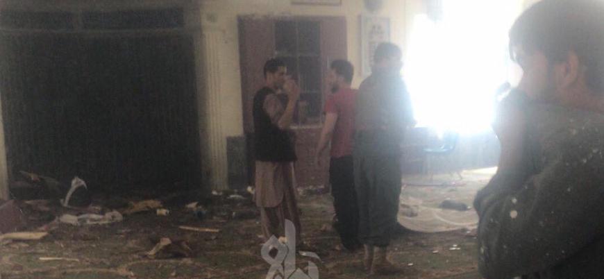 Afganistan'da cuma namazı sırasında camiye bombalı saldırı