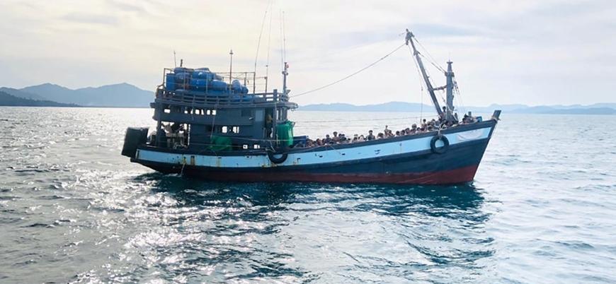 Malezya 3 aydır denizde olan 300 Arakanlı sığınmacıyı ülkeye almadı