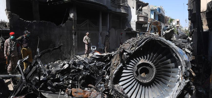 Pakistan'da 97 kişinin öldüğü uçak kazasının nedeni 'koronavirüs tartışması'