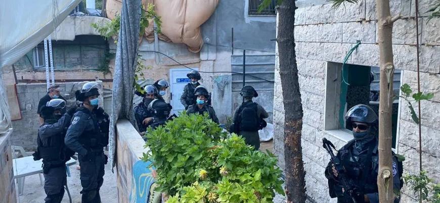 İsrail güçleri Filistinli bir anneyi 5 aylık bebeğiyle birlikte tutukladı