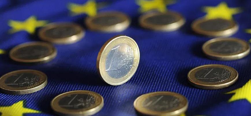 Merkel: Avrupa ekonomisinin hayatta kalması gerekiyor