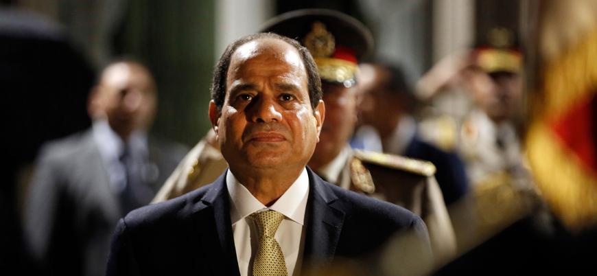 Mısır'da ordu mensuplarına siyasetin yolu açıldı