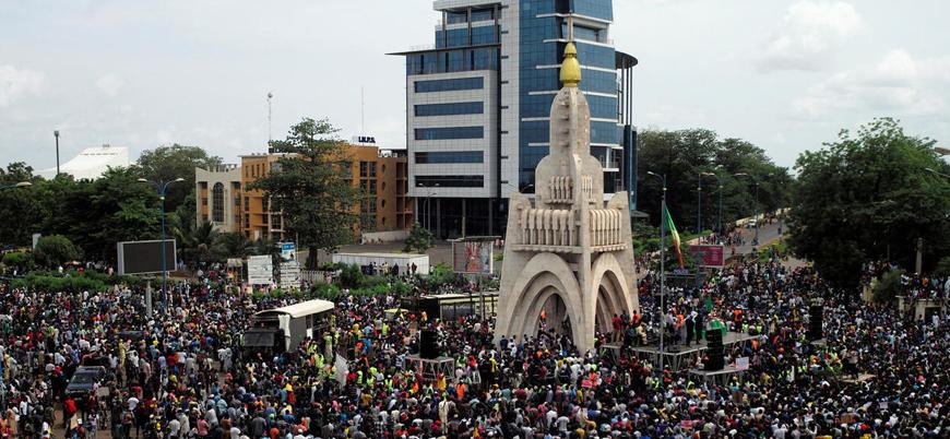 Batı Afrika ülkesi Mali'de protestolar yayılıyor: Halk cumhurbaşkanının istifasını istiyor