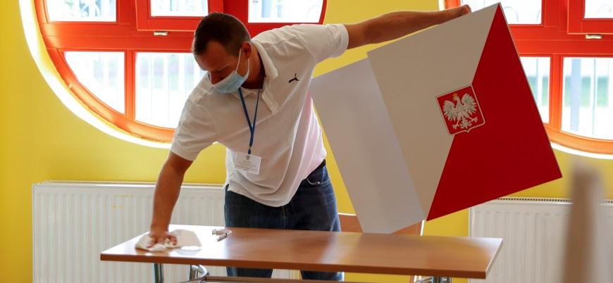 Polonya cumhurbaşkanlığı seçimi için sandık başında