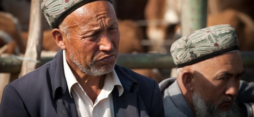 Doğu Türkistan'da Çin'e zorunlu sadakat: Domuz eti yemek
