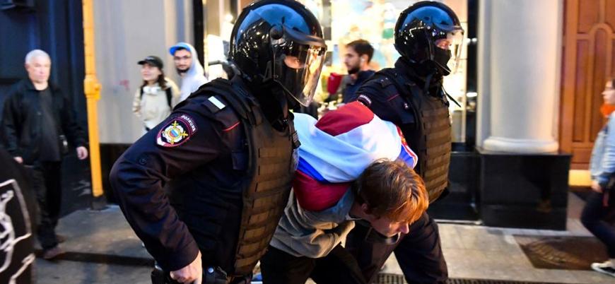 Moskova'daki Putin karşıtı gösterilerde en az 140 gözaltı