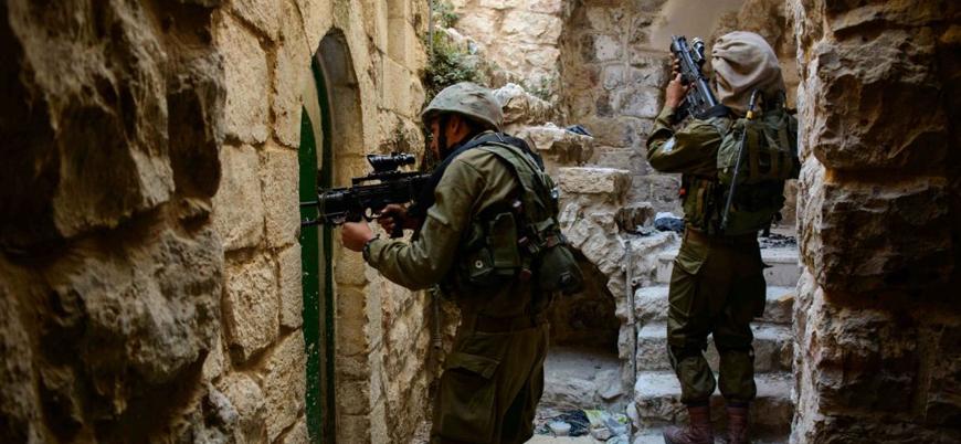 İsrail güçleri iki eski Filistinli milletvekilini gözaltına aldı