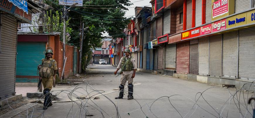 Hindistan Keşmir'de sokağa çıkma yasağı ilan etti