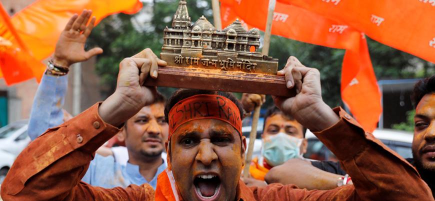 Hindistan'da tarihi caminin yerine inşa edilecek tapınağın temeli atıldı