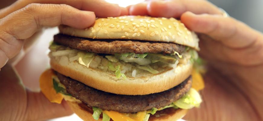 Araştırma: Gençler eskiye göre daha fazla fast-food tüketiyor