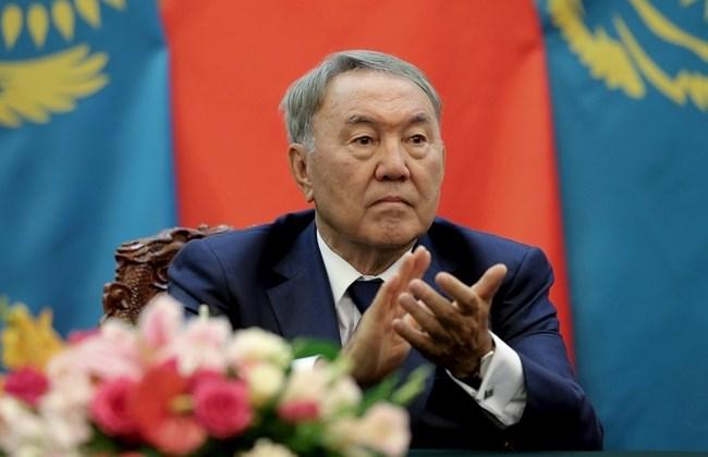 Kazakistan Latin alfabesine geçiyor