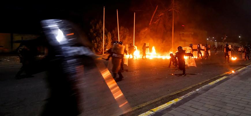 Basra'da göstericiler hükümet binalarını ateşe verdi
