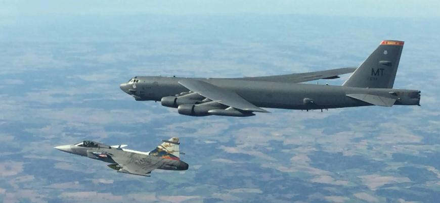 Rus savaş uçakları ABD'ye ait bombardıman uçağını engelledi
