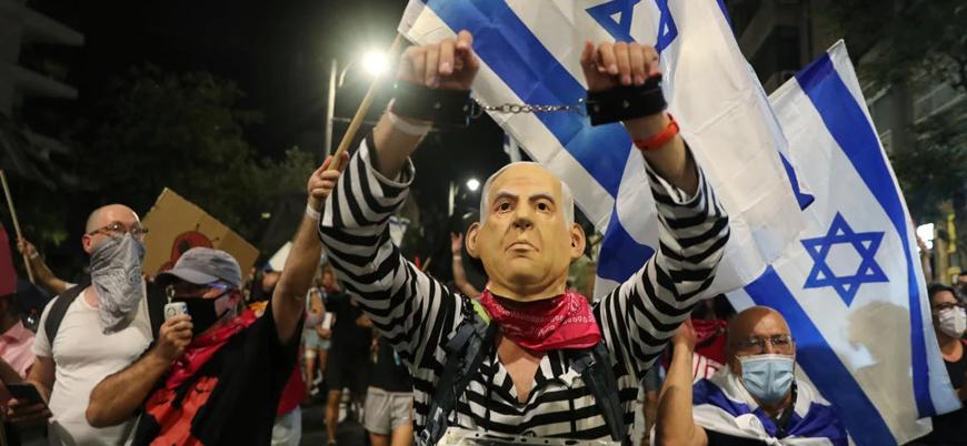 Binlerce kişi Netanyahu'nun istifası için sokaklara indi