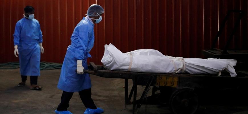 Hindistan'da koronavirüs nedeniyle bir günde 1133 kişi öldü