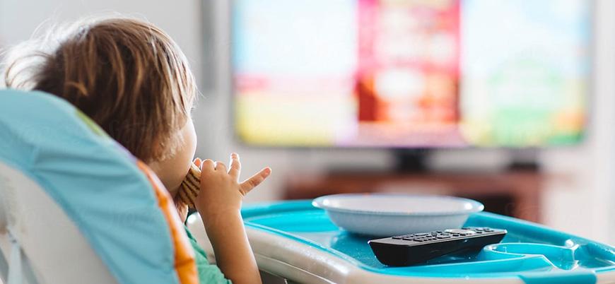 Araştırma: Yemek yerken televizyon izlemek daha fazla yemeye neden olabilir