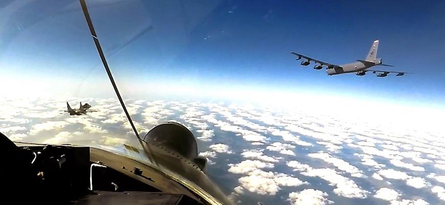 Karadeniz üzerinde Rus jetlerinden ABD B-52'sine önleme