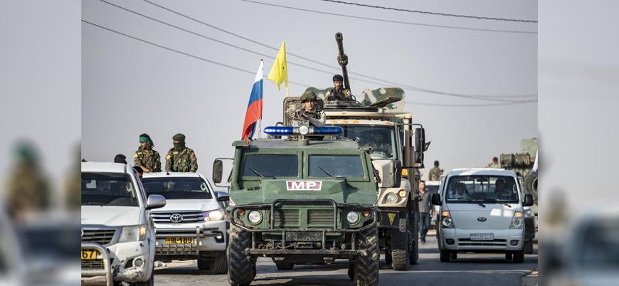 Suriye'de Rus ve YPG güçleri aynı araçta devriye atıyor