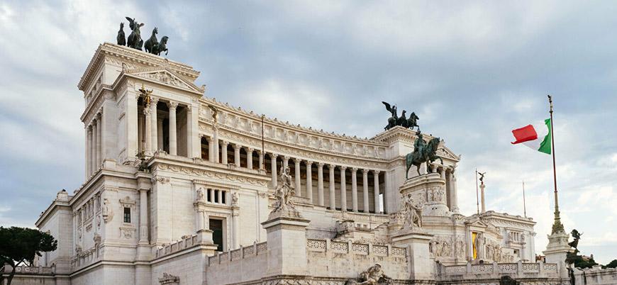 İtalyanlar parlamentonun küçülmesine 'evet' dedi
