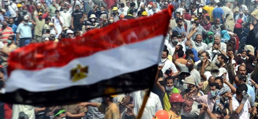 Binlerce kişi sokaklarda: Mısır'da 'Öfke Cuması'