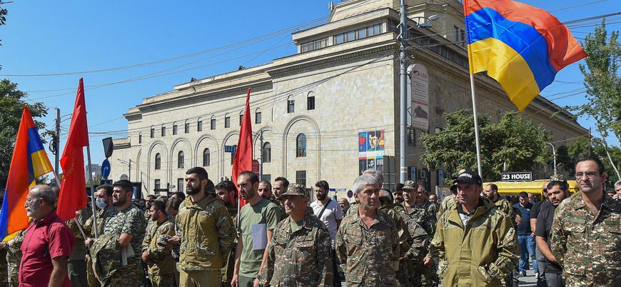 Ermenistan'da 18 yaş üstü erkeklerin ülkeyi terk etmeleri yasaklandı