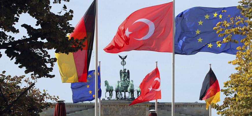 Merkel: AB ile Türkiye vize serbestisini görüşecek