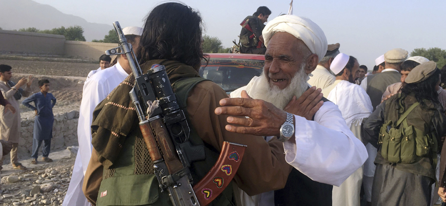 Taliban başkent Kabil'de bildiri dağıttı