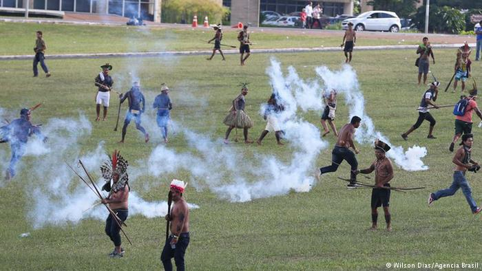Amazon yerlileri hakları için yürüdü