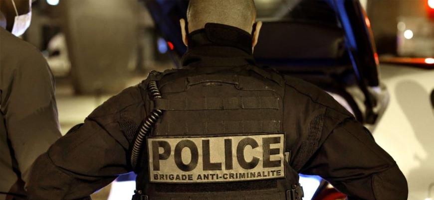 Paris'te 'Hz Muhammed'e hakareti savunan' bir kişi başı kesilerek öldürüldü