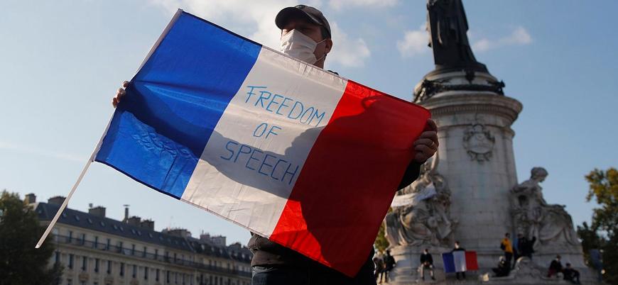 Fransa İslam'a hakaret karikatürlerinin arkasında olduklarını açıkladı