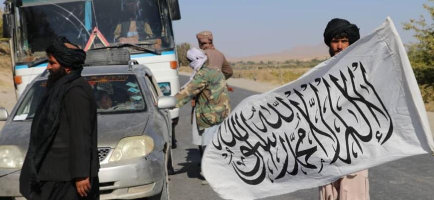 NYT: Afganistan'da otoyollar Taliban kontrolüne geçiyor