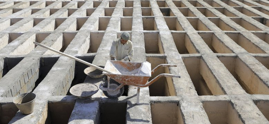 İran'da koronavirüsten ölenler için devasa mezarlıklar kuruluyor