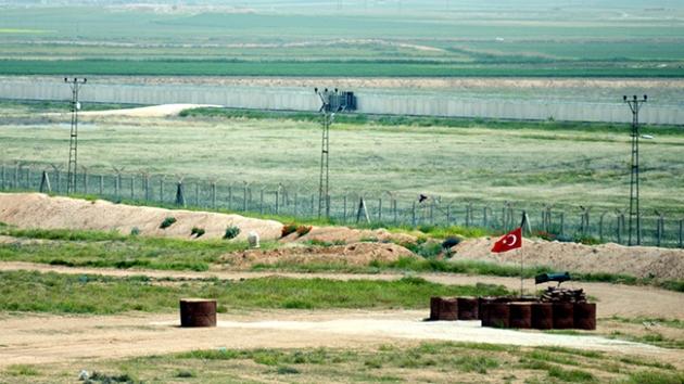 Suriye sınırında mevziler kazılıyor