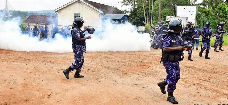 Uganda'da cumhurbaşkanı adayı tutuklandı sokaklar karıştı
