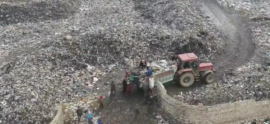 İdlib'de çocuklar çöplükten plastik topluyor