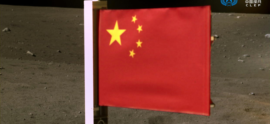 Çin Ay'a bayrak dikti