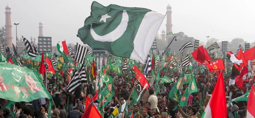 Pakistan'da muhalefet Başbakan İmran Han'ın istifası talebiyle sokağa çıktı