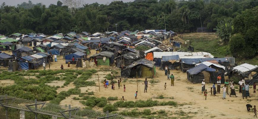 Arakan'da yok edilen köyler ve Bangladeş'teki mülteci kampları