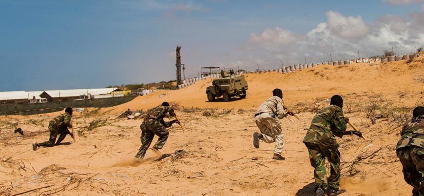 Eş Şebab Somali'de üst düzey askeri yetkilileri hedef aldı