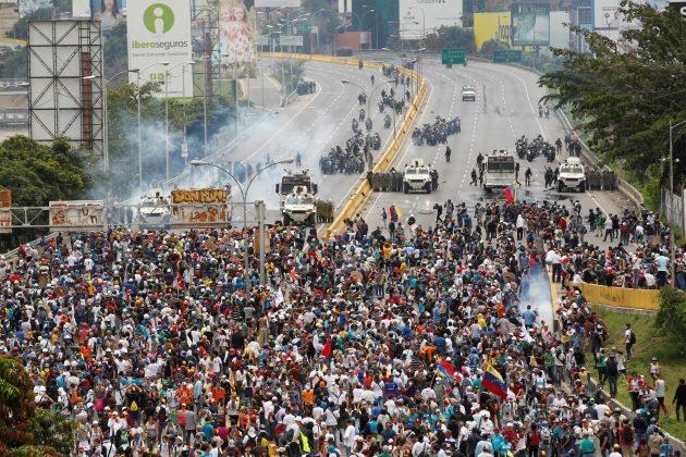 Venezuela'da Maduro karşıtı gösterilerde ölenlerin sayısı artıyor