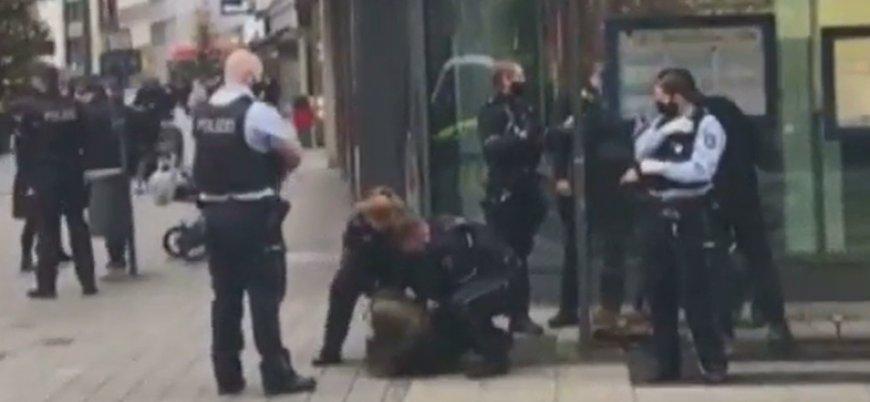 Alman polisinden başörtülü kadına şiddet