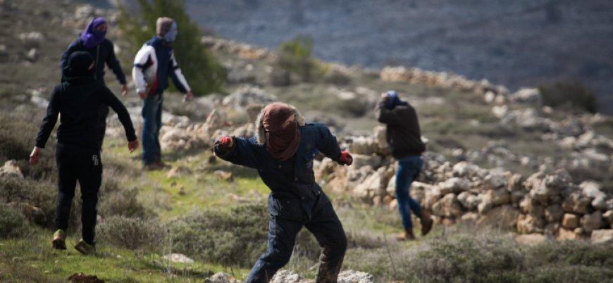 Yahudi yerleşimciler Filistinlilerin ev ve araçlarına saldırdı