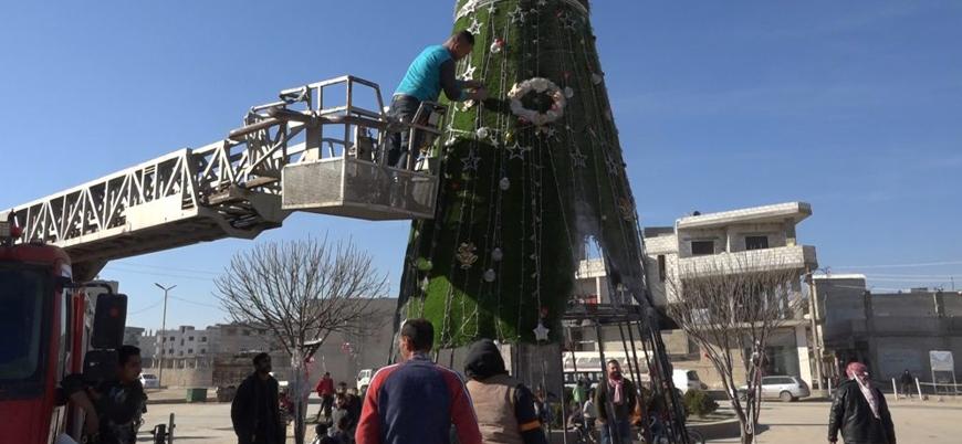 YPG'nin Kobani'de diktiği 'Noel ağacı' ateşe verildi