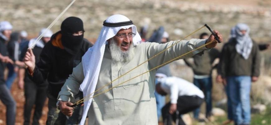 İsrail askerlerine taş atan Filistinli yaşlı adam tutuklandı, evi yıkıldı
