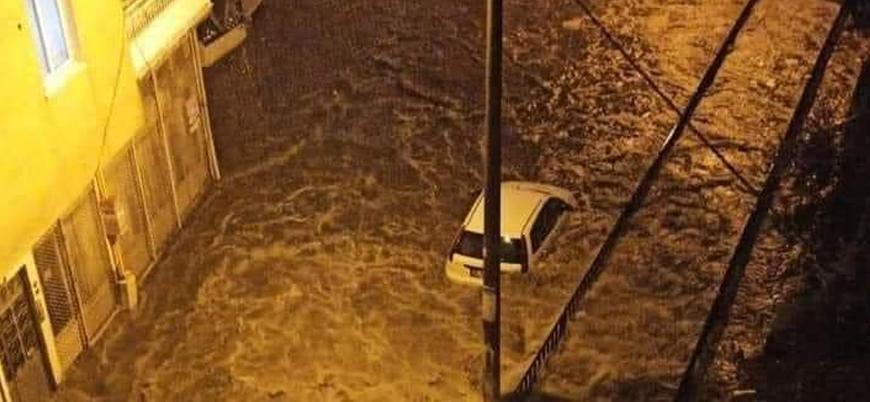 İstanbul ve İzmir'de sağanak yağış etkili oldu