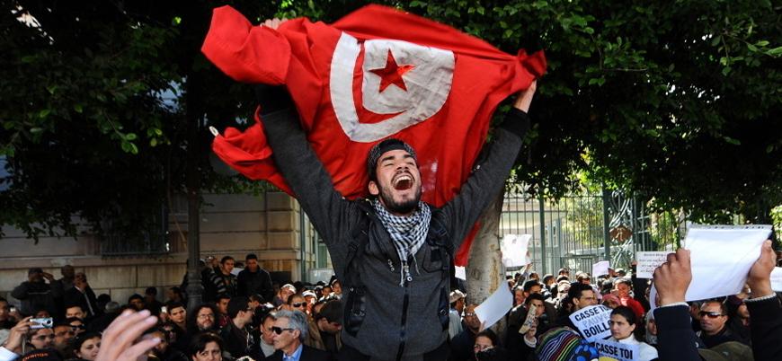On yıl sonra: Tunus'un devrimci talepleri karşılanmadı